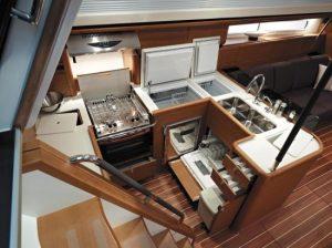 Cuisiner à bord d'un voilier - Samboat