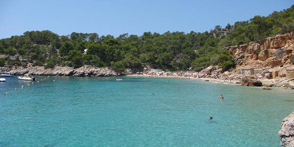Bucht Cala Salada in Sant Antoni de Portmany.