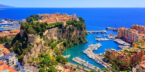 De nombreux bateaux à l'un des ports de Monaco