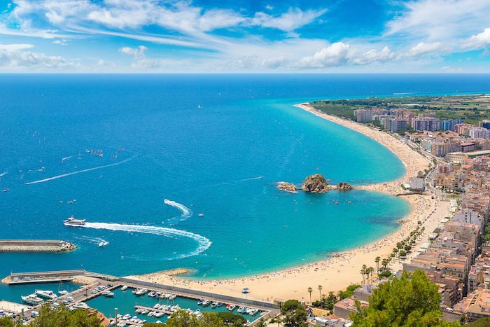 Vue aérienne de la baie de Blanes, itinéraire Costa Brava