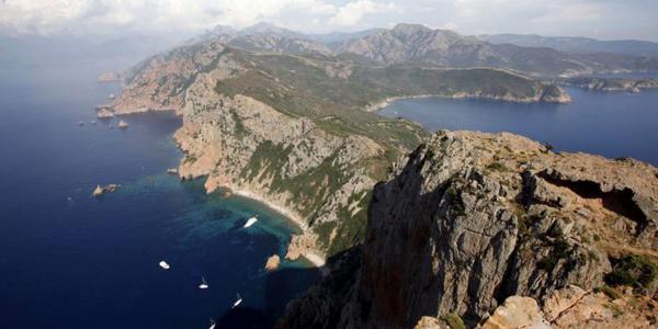 Les falaises des calanques de Piana à l'ouest de la Corse