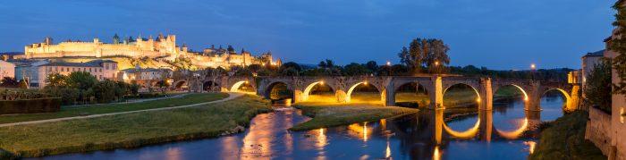 La cité de Carcassonne et le Canal du Midi de nuit