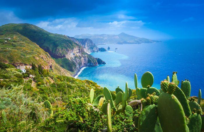 Ile de Lipari, Italie, belle vue sur l'île de Vulcano depuis l'île de Lipari