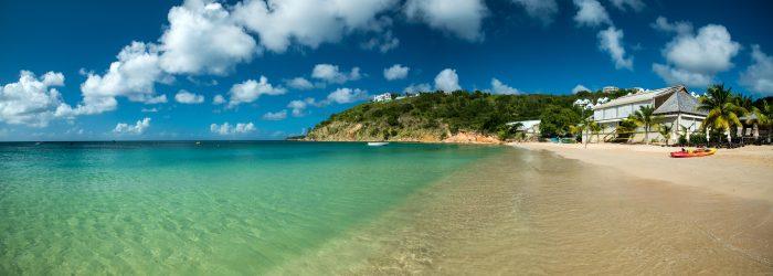 Vue sur l'une des plages de Crocus Bay. Septième escale de l'itinéraire de navigation Saint Martin