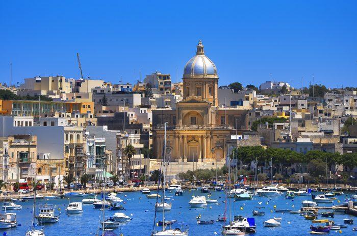 Vue de l'église St. Joseph à Kalkara, Malte. Itinéraire de navigation Malte