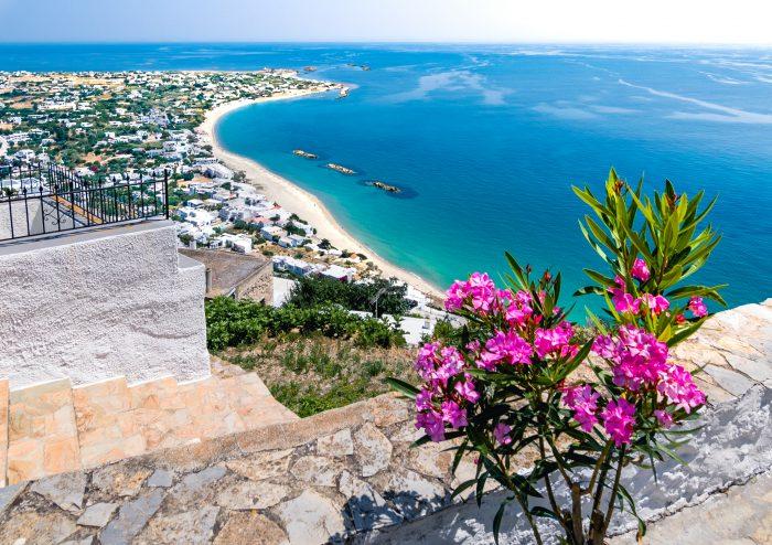 Vue sur le village et la baie de l'île de Skyros