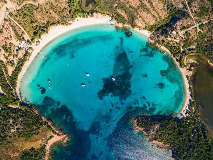 Baie de Rondinara, célèbre plage accessible en bateau à Porto Vecchio