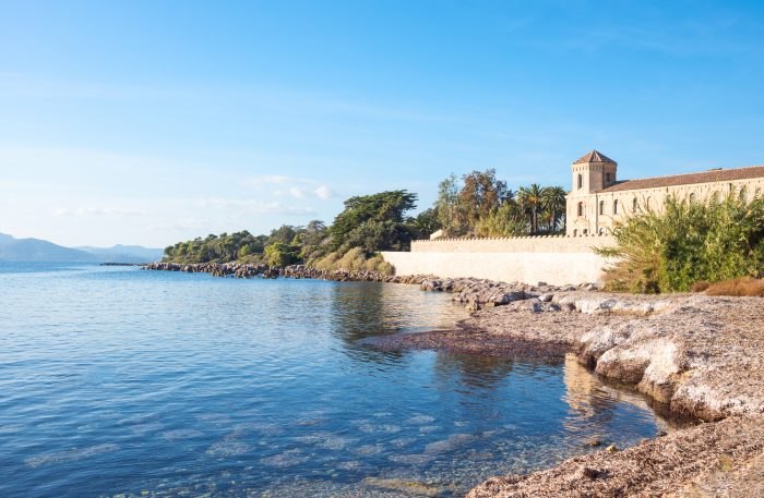 Crique Saint Pierre, sur l'île de Saint Honorat, près de Cannes