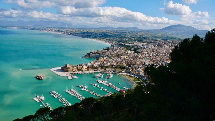 Découvrez Castellammare grâce à l'itinéraire de navigation Samboat.