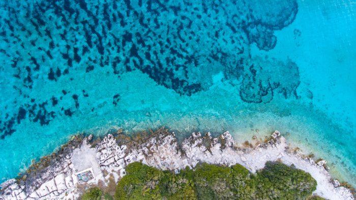 Océan vue du ciel - devenez un marin éco-responsable