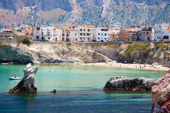 Découvrez Terrasini en Sicile grâce à l'itinéraire de navigation Samboat