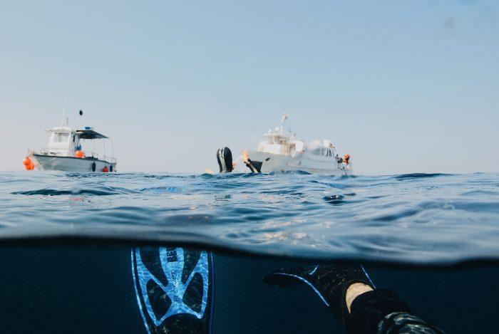 bateau à moteur - plongée et snorkeling