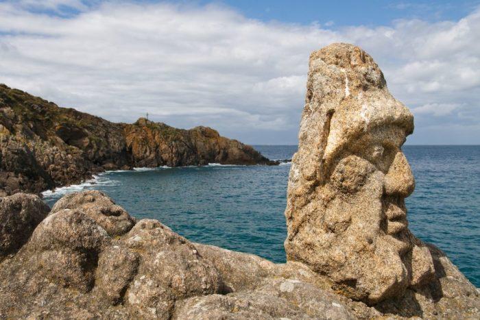 Les roches sculptés de l'abbé Fourée en bord de mer.